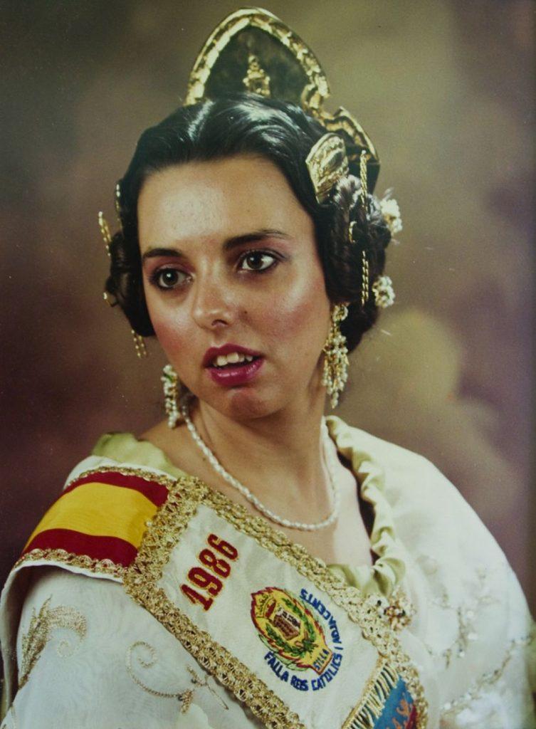 Fallera Major Any 1986: María Ángeles Acebrón Villar